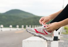 Woman tying shoelace his before starting running Royalty Free Stock Photos