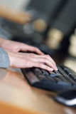Woman typing on a laptop Royalty Free Stock Photography