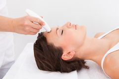 Woman under going microdermabrasion treatment Royalty Free Stock Photos