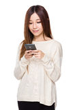 Woman use of cellphone Royalty Free Stock Image