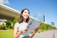 Woman using city map Royalty Free Stock Photography