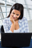 Woman using computer Royalty Free Stock Photography