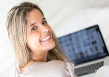 Woman using her laptop at home Royalty Free Stock Photography