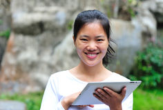 Woman using ipad at garden Royalty Free Stock Photos