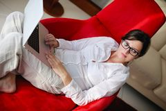Woman using a laptop computer at home Royalty Free Stock Photography