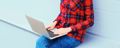 Free Woman Using Laptop Computer In City, Hands On Keyboard Royalty Free Stock Photos - 84777138