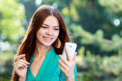 Woman using mobile Royalty Free Stock Photos