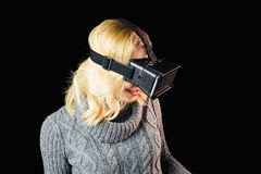 Woman using reality virtual headset Royalty Free Stock Photos