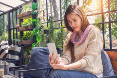 Woman using smartphone in the cafe. Royalty Free Stock Photos