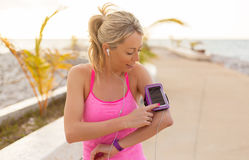 Woman using sports tracking mobile app on her smartphone Stock Photography