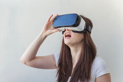 Woman using VR headset Royalty Free Stock Photography