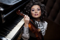 Woman with a violin Royalty Free Stock Photos