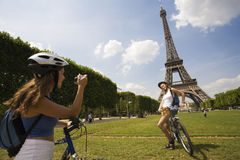 Woman visiting paris Royalty Free Stock Photography