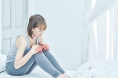 The woman was holding her knee. She had knee pain. stock images