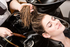 Woman washing her hair in hairsalon Royalty Free Stock Photos