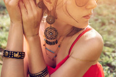 Free Woman Wearing Exotic Jewellery And Golden Mehendi Tattoo Stock Photo - 96513020