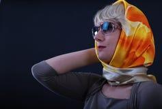 Woman_wearing_glasses_and_neckerchief_1 imagens de stock