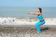 Woman wearing sporty clothers is making exercise Royalty Free Stock Photos