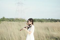 Woman Wearing White Dress Playing Violin Royalty Free Stock Images