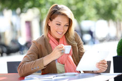 Woman websurfing in coffeeshop Royalty Free Stock Photography