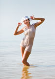 Woman in white hat posing against the sea Royalty Free Stock Photography
