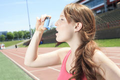 Woman who have a asthme crisis outside Royalty Free Stock Photography