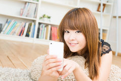 The woman who uses the smartphone Royalty Free Stock Image