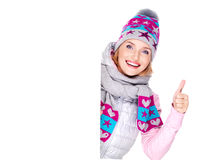 Woman in winter outerwear holds the banner with thumbs up sign Royalty Free Stock Photos