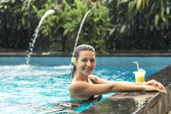 Free Woman With Fuit Drink In Pool Royalty Free Stock Photos - 116179958