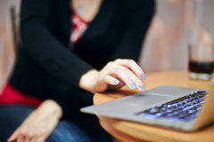 Woman working on her laptop Royalty Free Stock Photography