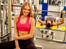 Woman working his arms and chest at gym Royalty Free Stock Photos