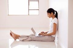 Woman working laptop computer Royalty Free Stock Photos