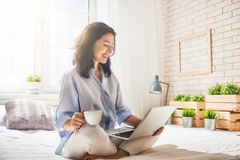 Woman working on a laptop Royalty Free Stock Photography
