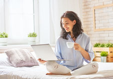 Woman working on a laptop Royalty Free Stock Images