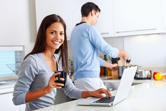 Laptop kitchen couple Royalty Free Stock Photo
