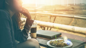 Woman working in a natural park using a notebook. In a cafe Royalty Free Stock Photos