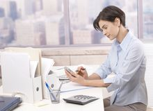 Woman working at office desk Royalty Free Stock Photography