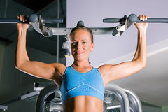 Woman working out in gym Royalty Free Stock Photos
