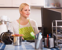 Woman working on PC Royalty Free Stock Photography