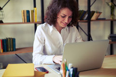 Woman working at the table with her laptop Royalty Free Stock Photography
