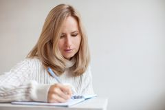 Woman writing pen in notebook Royalty Free Stock Photos