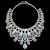 Woman& x27 ; collier de s avec les pierres précieuses Photo libre de droits
