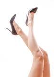 Woman& x27; gambe nude di s in tacchi alti Fotografie Stock