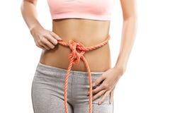 Woman& x27; s腹部栓与绳索 免版税图库摄影