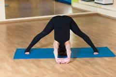 Woman yoga Dvikonasana Double, Triangle Pose Royalty Free Stock Images
