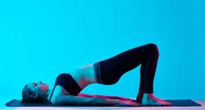 Woman yoga exercices Royalty Free Stock Photos