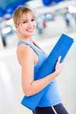 Woman with yoga mat Royalty Free Stock Photography