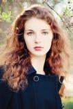 20 woman young Flicka med rött lockigt hår Royaltyfria Foton