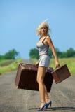 Womanl con su bagaje Imagen de archivo libre de regalías