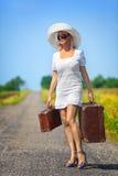 Womanl mit ihrem Gepäck Stockfotos